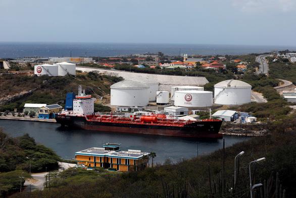 Tập đoàn Trung Quốc trở thành trung tâm mua bán dầu mỏ cùng Iran và Venezuela - Ảnh 1.