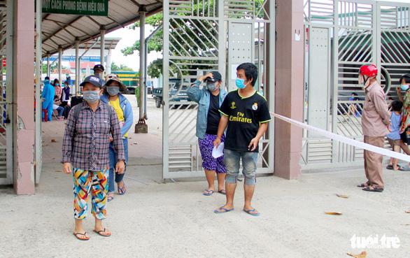 4 mẹ con người Nghệ An đạp xe tránh dịch đoàn tụ ở quê nhà - Ảnh 2.