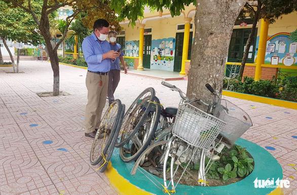 4 mẹ con người Nghệ An đạp xe tránh dịch đoàn tụ ở quê nhà - Ảnh 3.