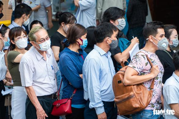 Hà Nội lập đường dây nóng nhận tin báo vi phạm quy định phòng chống dịch - Ảnh 1.