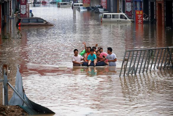 Mưa lũ ở Trung Quốc: 33 người chết, thiệt hại 4.342 tỉ đồng, dự báo mưa lớn tiếp - Ảnh 1.