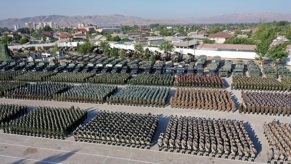 Lo tình hình Afghanistan căng thẳng, Tajikistan tập trận quân sự lớn nhất - Ảnh 1.