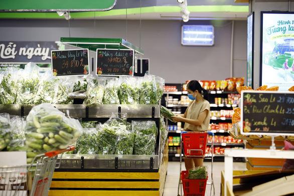 VinMart/VinMart+ tăng gấp 3 lượng thực phẩm cung ứng cho người dân trong mùa dịch - Ảnh 2.