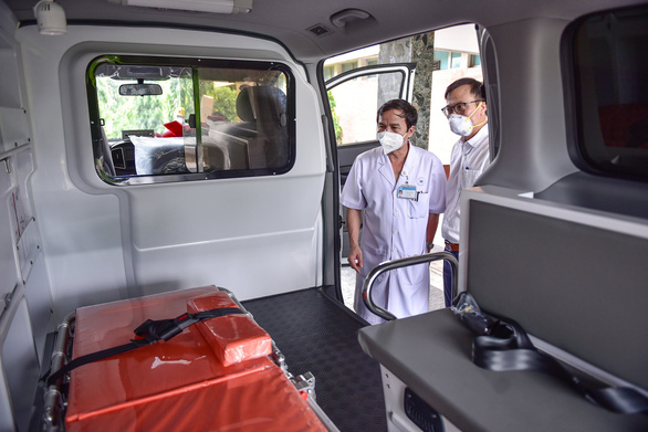 Sài Gòn thương nhau trao 1 xe cứu thương cho Bệnh viện Thống Nhất - Ảnh 2.