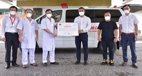 Sài Gòn thương nhau trao 1 xe cứu thương cho Bệnh viện Thống Nhất - Ảnh 1.