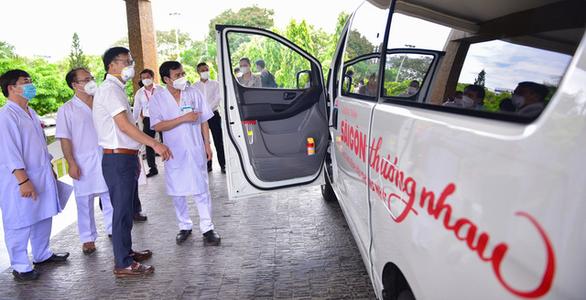 Sài Gòn thương nhau trao 1 xe cứu thương cho Bệnh viện Thống Nhất - Ảnh 3.