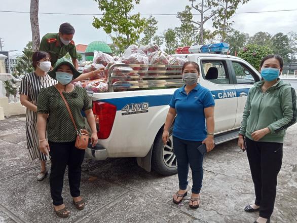 Hội phụ nữ Sóc Trăng ra tay trực tiếp giải cứu nông sản - Ảnh 2.