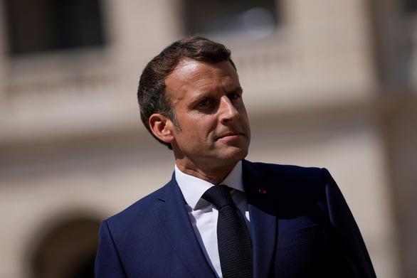 Tổng thống Pháp đổi điện thoại vì sợ phần mềm nghe lén - Ảnh 1.