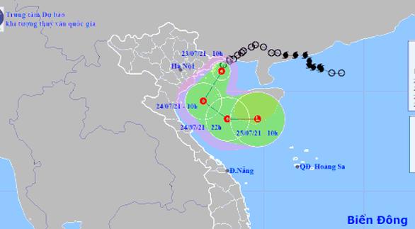 Áp thấp nhiệt đới đi dọc biển Quảng Ninh - Nghệ An, Bắc Trung Bộ có nơi mưa trên 300mm - Ảnh 1.