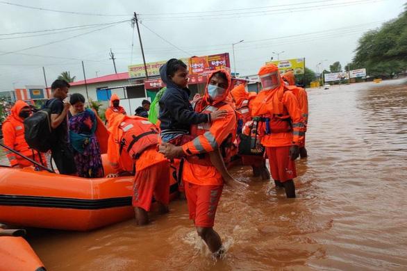 Ấn Độ: Mưa lớn gây lở đất, 44 người chết, 80 người mất tích ở một huyện - Ảnh 3.