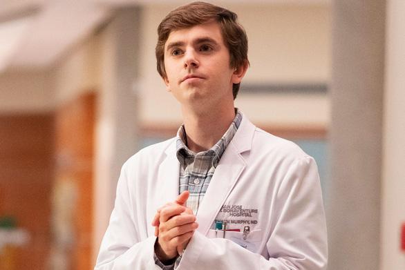 Bác sĩ thiên tài: Nghị lực phi thường của một bác sĩ tự kỷ - Ảnh 2.