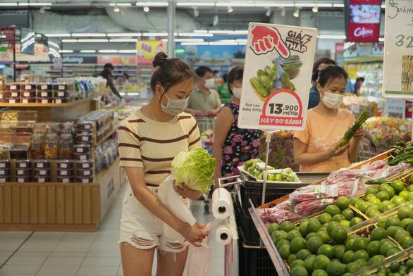 Hà Nội khẳng định đủ hàng hóa, người dân không cần tích trữ thực phẩm - Ảnh 1.