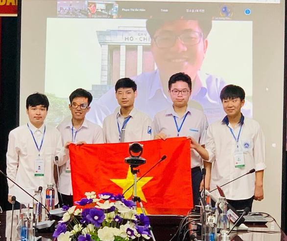 Đỗ Bách Khoa đoạt huy chương vàng Olympic toán quốc tế - Ảnh 1.