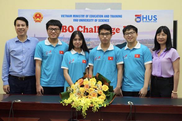 Bốn học sinh Việt Nam giành huy chương Olympic sinh học quốc tế năm 2021 - Ảnh 1.