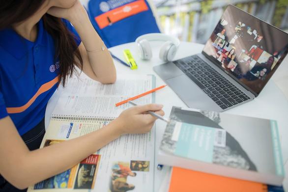 Sinh viên được nhiều hơn mất khi học trực tuyến theo phương pháp mới - Ảnh 1.