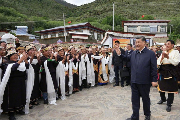 Chủ tịch Trung Quốc Tập Cận Bình lần đầu đến thăm Tây Tạng - Ảnh 1.