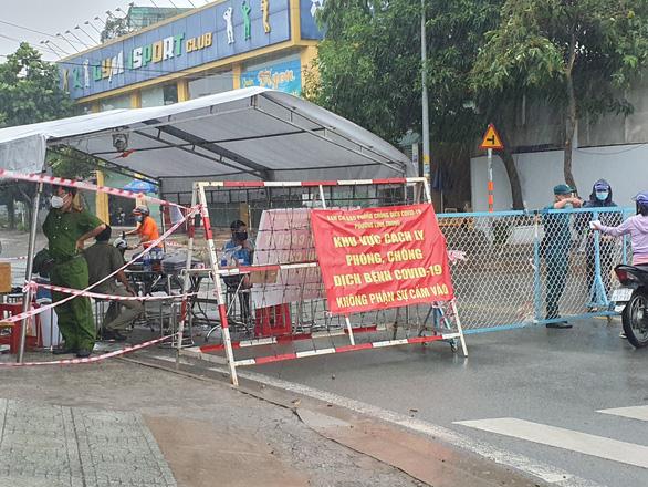 Phong tỏa phường 21, quận Bình Thạnh do có 252 ca COVID-19 - Ảnh 1.