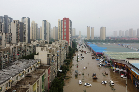Mưa lũ khiến 56 người chết và thiệt hại 10 tỉ USD, Trung Quốc lại sắp hứng bão - Ảnh 3.