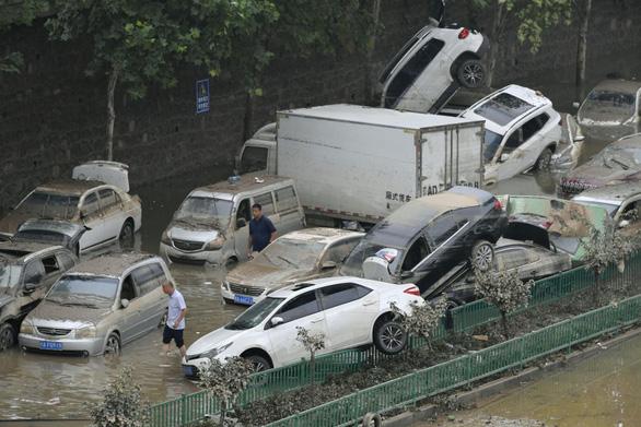 Mưa lũ khiến 56 người chết và thiệt hại 10 tỉ USD, Trung Quốc lại sắp hứng bão - Ảnh 4.