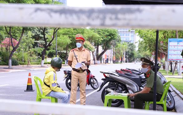 TP Đà Nẵng tăng cường 300 công an kiểm tra người ra đường không lý do chính đáng - Ảnh 2.