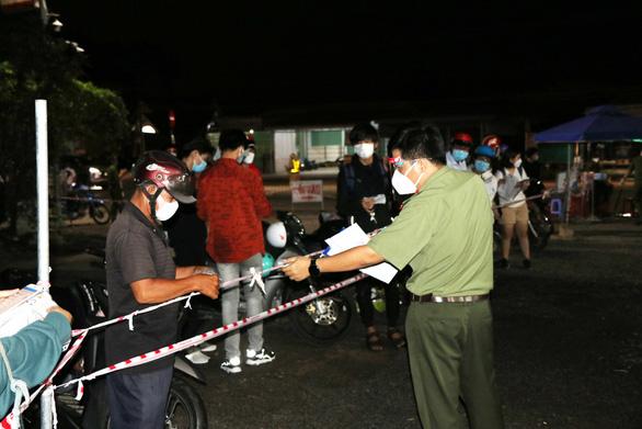 Xe chuyên dụng Công an Bình Phước dẫn đường cho hàng ngàn xe về Tây Nguyên - Ảnh 4.