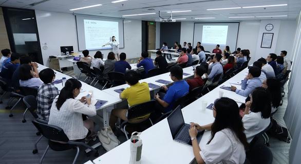 Đại học Fulbright Việt Nam chuyển từ thi sang xét tuyển thạc sĩ chính sách công - Ảnh 1.