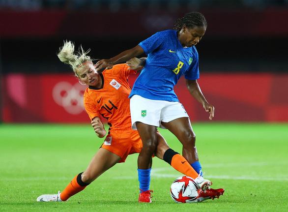 Bóng đá nữ Olympic Tokyo: Hà Lan và Brazil rượt đuổi nghẹt thở, Mỹ có thắng lợi đầu tiên - Ảnh 2.