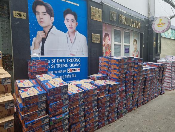 Nhận từ Hà Tĩnh gửi TP.HCM 100 tấn gạo, Thủy Tiên và Công Vinh cầu cứu tình nguyện viên - Ảnh 3.