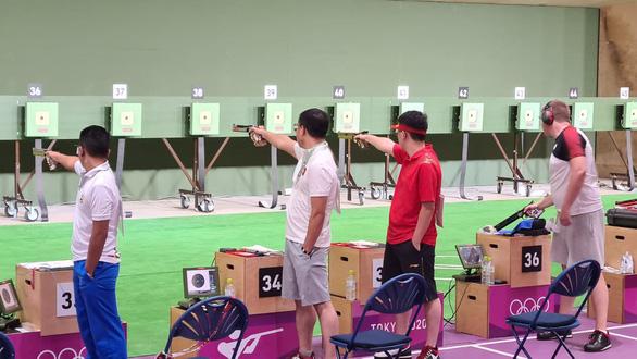 Hoàng Xuân Vinh thành cựu vương Olympic - Ảnh 1.