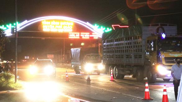 Xe chuyên dụng Công an Bình Phước dẫn đường cho hàng ngàn xe về Tây Nguyên - Ảnh 3.