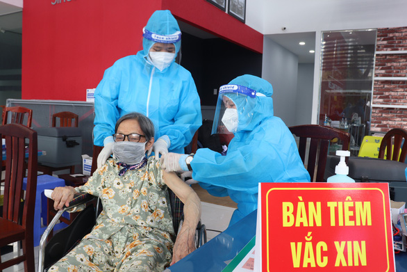 Ngày thứ 3 TP.HCM tiêm vắc xin đợt 5, thêm mũi nhọn phòng chống dịch - Ảnh 1.