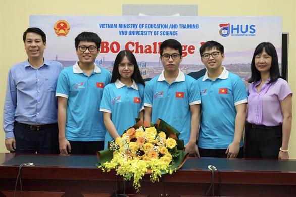 Học sinh được cô giáo nhận nuôi tiến bộ vượt bậc trong kỳ thi quốc tế - Ảnh 1.
