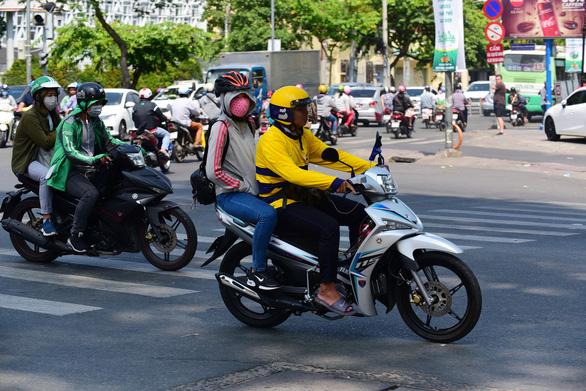 Hà Nội: Xe công nghệ tạm dừng chở khách, chỉ giao hàng thiết yếu - Ảnh 1.