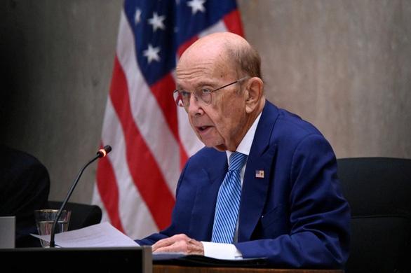 Trung Quốc trừng phạt trả đũa cựu bộ trưởng Mỹ và những người khác - Ảnh 1.