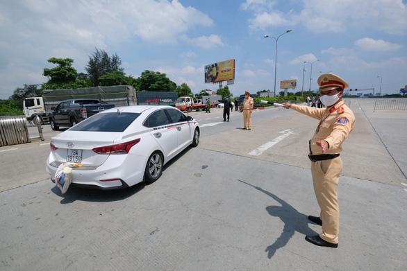 Xe không vào Hà Nội đang giãn cách có thể đi lộ trình nào? - Ảnh 1.