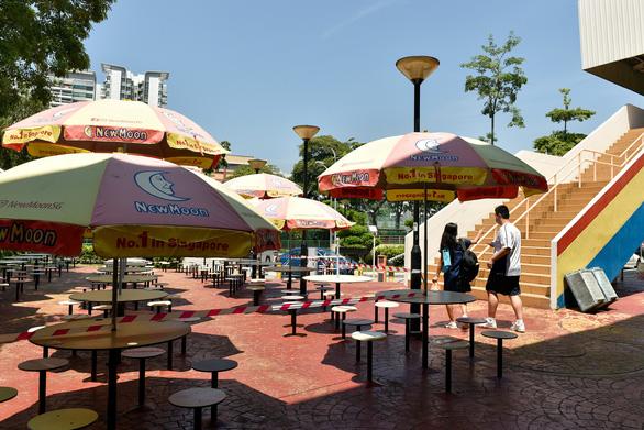 Singapore chưa mạo hiểm sống chung với COVID-19, giãn cách xã hội đến 18-8 - Ảnh 1.