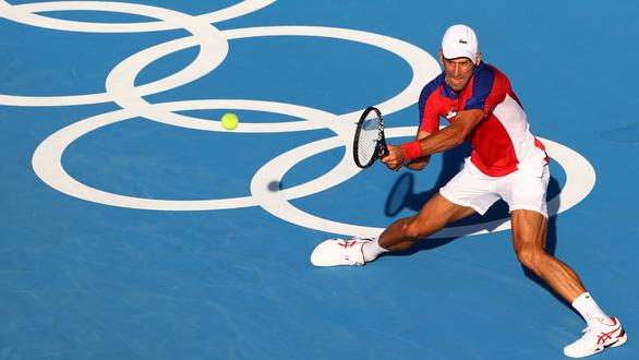 Djokovic than phiền về nắng nóng khắc nghiệt ở Olympic Tokyo - Ảnh 1.