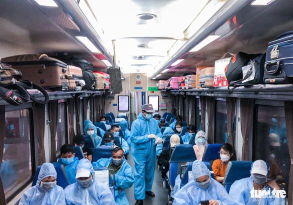 Nhiều địa phương tiếp tục đưa công dân ở TP.HCM về quê bằng tàu hỏa - Ảnh 1.