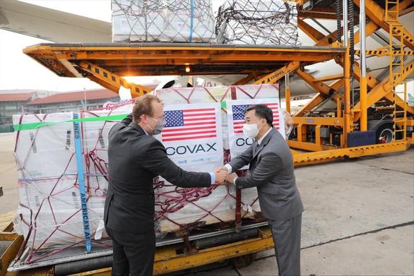 1,5 triệu liều vắc xin Moderna do Hoa Kỳ viện trợ qua COVAX về đến Hà Nội - Ảnh 2.