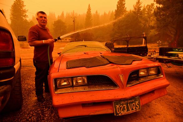 Những hình ảnh cháy rừng thiêu đốt miền tây nước Mỹ - Ảnh 4.