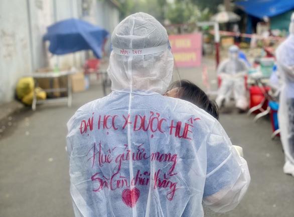 Y bác sĩ tình nguyện miền Trung kể được bà con Sài Gòn thương lắm - Ảnh 4.