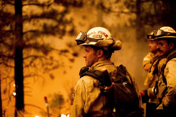 Những hình ảnh cháy rừng thiêu đốt miền tây nước Mỹ - Ảnh 8.