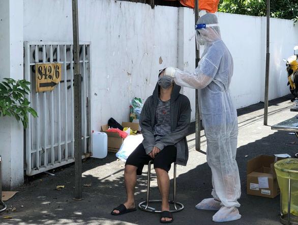 Y bác sĩ tình nguyện miền Trung kể được bà con Sài Gòn thương lắm - Ảnh 2.