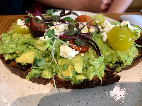 Ăn sáng đơn giản với 2 món bánh mì trứ danh ở Mỹ - Ảnh 1.
