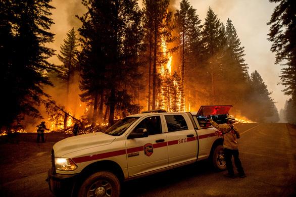 Những hình ảnh cháy rừng thiêu đốt miền tây nước Mỹ - Ảnh 7.