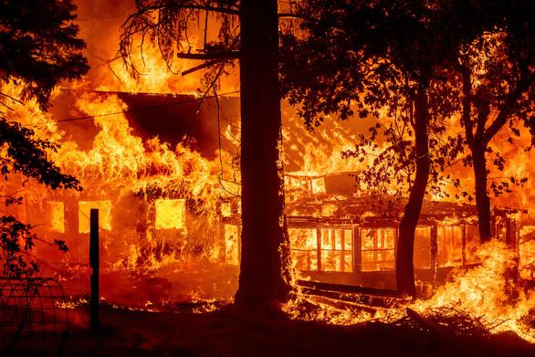 Những hình ảnh cháy rừng thiêu đốt miền tây nước Mỹ - Ảnh 1.