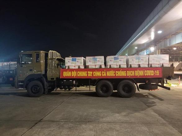 3 triệu liều vắc xin Moderna về tới Việt Nam, một nửa đã chuyển đến TP.HCM - Ảnh 1.
