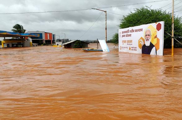 Ấn Độ: 125 người chết và 150.000 người phải sơ tán vì mưa lũ - Ảnh 1.