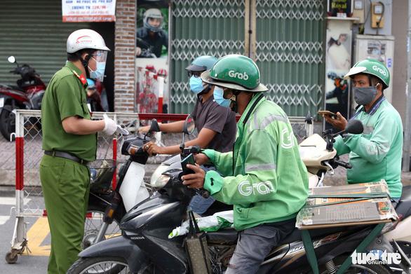 TP.HCM: Nhiều người bị buộc quay đầu khi ra đường không cần thiết - Ảnh 1.