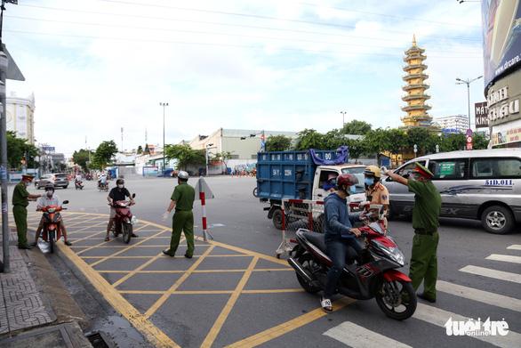 TP.HCM: Nhiều người bị buộc quay đầu khi ra đường không cần thiết - Ảnh 2.